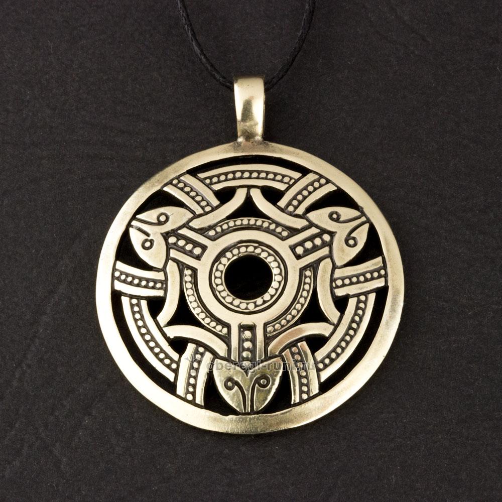 амулте кельтский щит